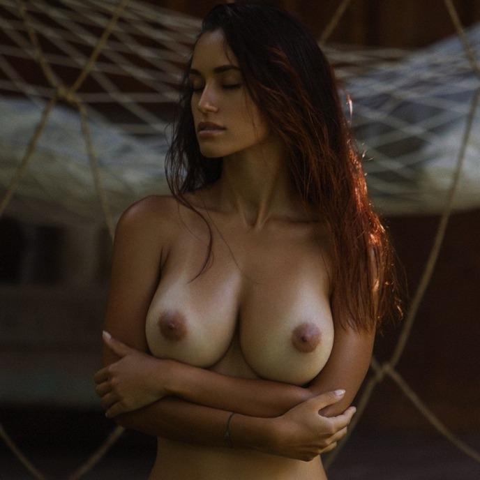 Lindas Mulheres Mostrandos Seus Peitinhos Perfeitos Nuas E Safadas