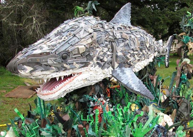 esculturas de animais feitas de lixo