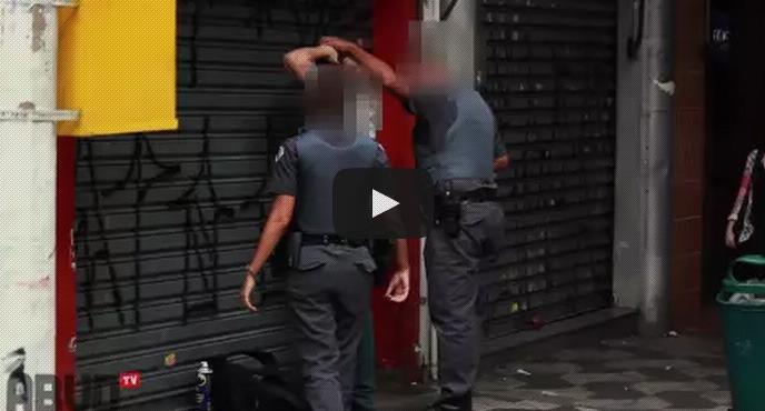 Grafitando na frente da polícia