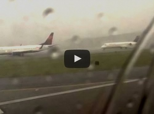 avião é atingido por raio