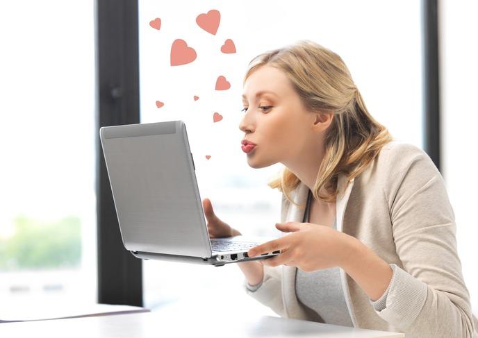 10 sinais de que você está em um relacionamento sério com seu laptop