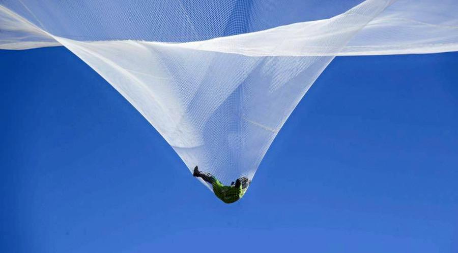 Americano salta de mais de 7 mil metros sem paraquedas