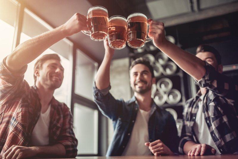 8 provas de que beber cerveja faz bem para a saúde