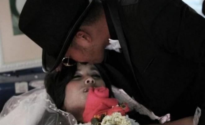 Tailandês casou-se com a namorada morta
