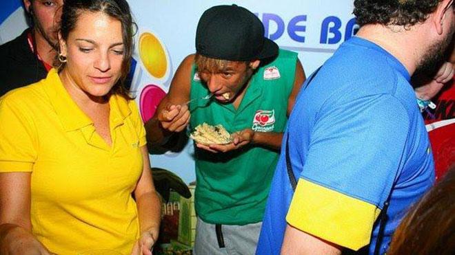 Neymar come igual a um demônio