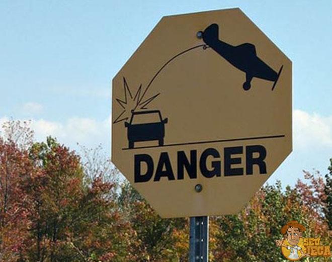 sinais de trânsito bizarros